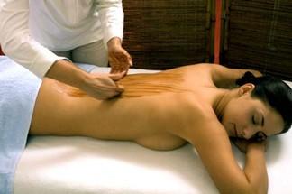 massaggio con aromi sulla schiena